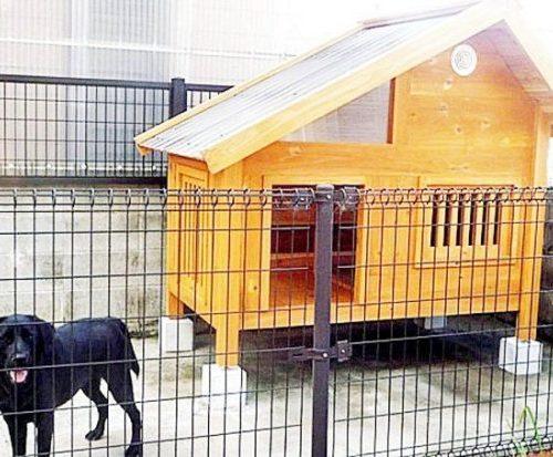 デッキ付き犬小屋