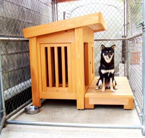 黒柴の犬小屋